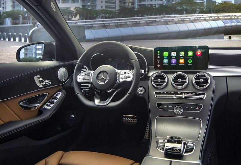 Đánh giá xe Mercedes-Benz C300 AMG 2021