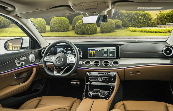 So sánh Mercedes E200 và Mercedes E300 AMG 2021 nên chọn mua xe nào?