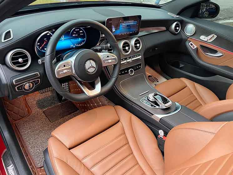 So sánh Mercedes C200 Exclusive và Mercedes C300 AMG