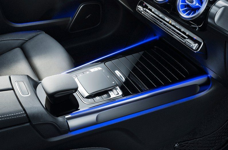 Đánh giá xe Mercedes-Benz GLB 200 AMG 2021