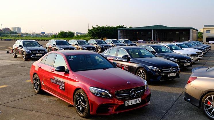 Rất nhiều xe Mercedes lái thử