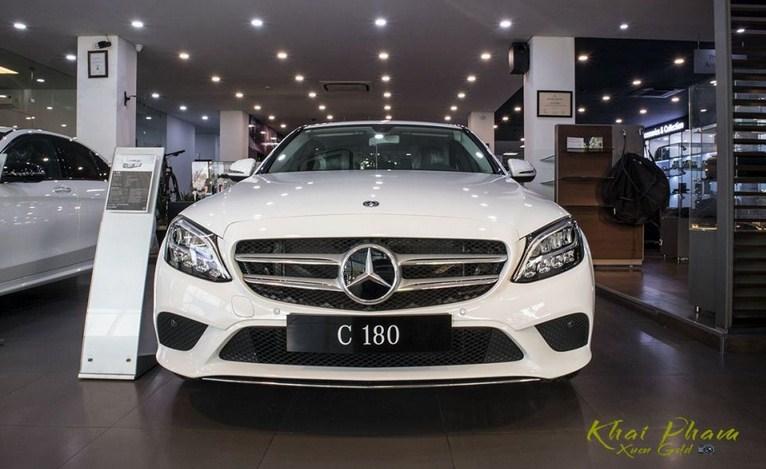 So sánh Mercedes C180 2020 và Mercedes C300 AMG 2020